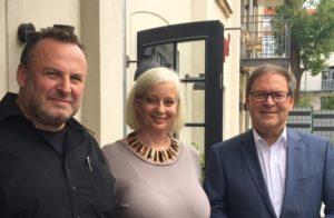 Hermann Winkler, MdEP, Präsident des Sächsischen Fußball-Verbands, mit den Gastgebern des lunch club Katharina Hitschfeld und André Münster