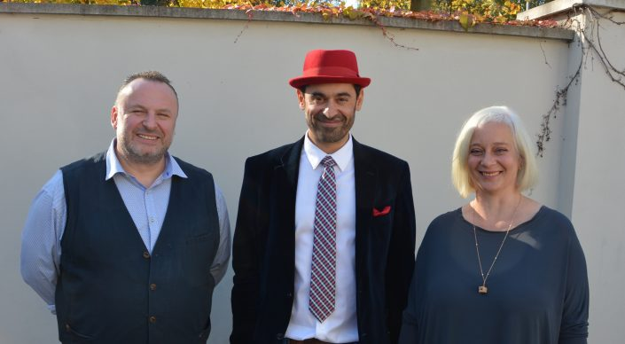 lunch speaker Dr. Ronny Maik Leder mit Wirt André Münster und Katharina Hitschfeld I © Peter Raasch