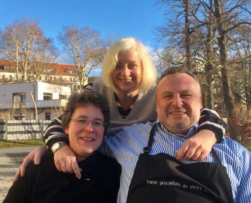 """Pfarrerin Britta Taddiken mit ihrem """"Aufruf 2019"""" zur Gast im 130. lunch club mit Katharina Hitschfeld und André Münster."""
