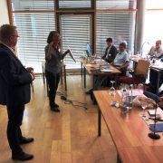 Amprion-Workshop in Münsingen: Dr. Monika Friedrich vom Büro Hitschfeld blickt zurück auf die erfolgte Öffentlichkeitsbeteiligung und Projektkommunikation. Foto: Niklas Tenberge/Amprion.