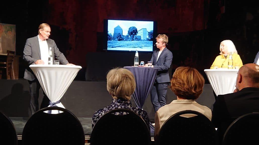 Buchpremiere, Oberbürgermeister Burkhard Jung, Cornelius Pollmer (Moderation), Katharina Hitschfeld (Hrsg.), Foto: Büro Hitschfeld