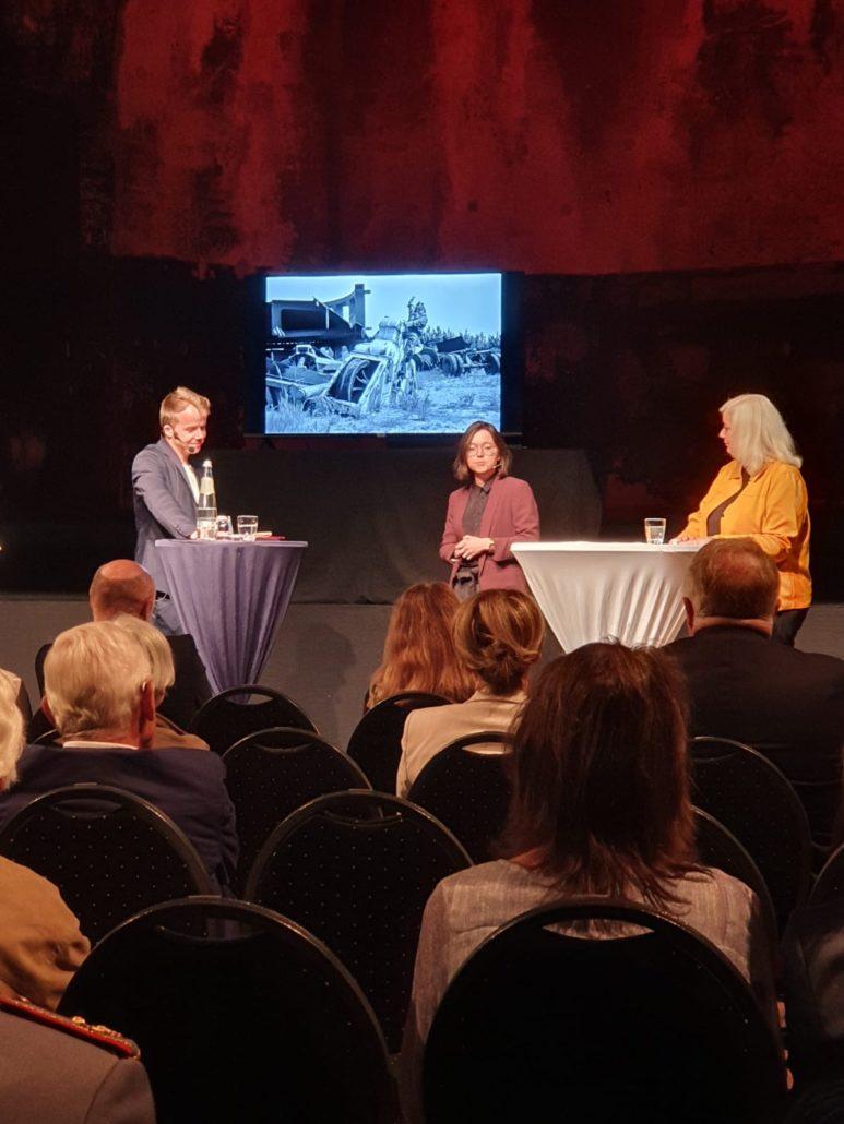 Buchpremiere, Cornelius Pollmer (Süddeutsche), Anne Hähnig (Die Zeit) und Katharina Hitschfeld (Hrsg.), Foto: Büro Hitschfeld