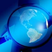 Bild eines Globus unter der Lupe