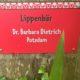 Schild im Leipziger Zoo mit der Aufschrift: Lippenbär Dr. Barbara Dietrich Potsdam
